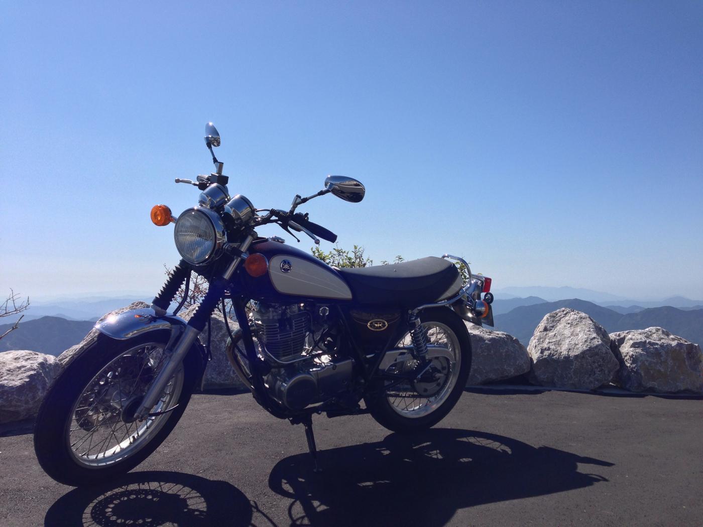 四国カルストとバイクの写真