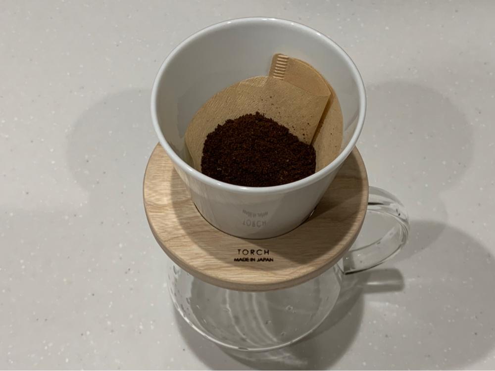 コーヒーを淹れるところ