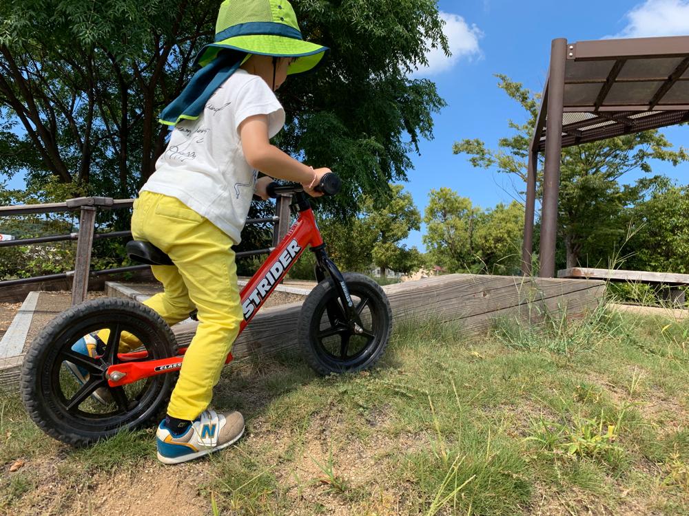 2歳の息子にストライダーで乗り物デビューさせてから1年間でみえてきたメリットやデメリット – 歳月庵