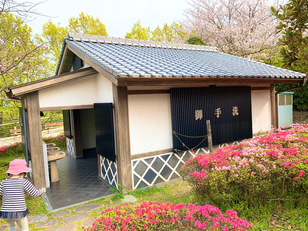 松山総合公園の花見広場のトイレ