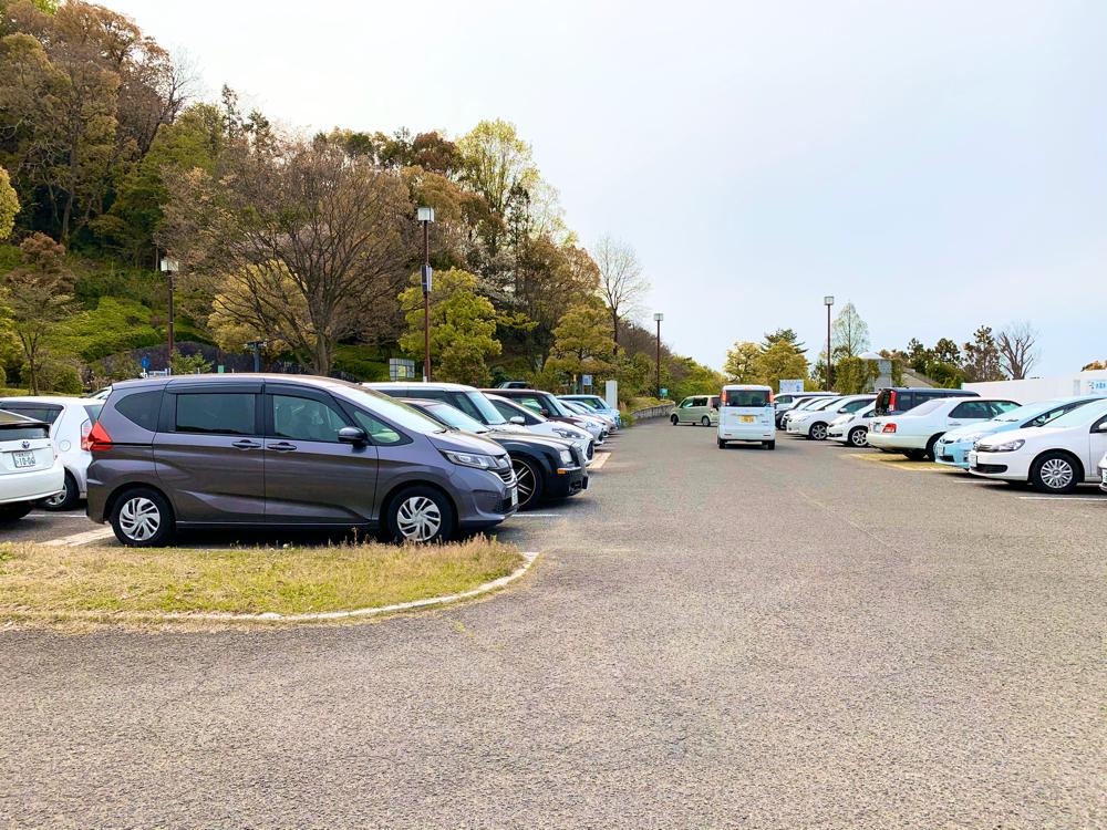 松山総合公園の駐車場