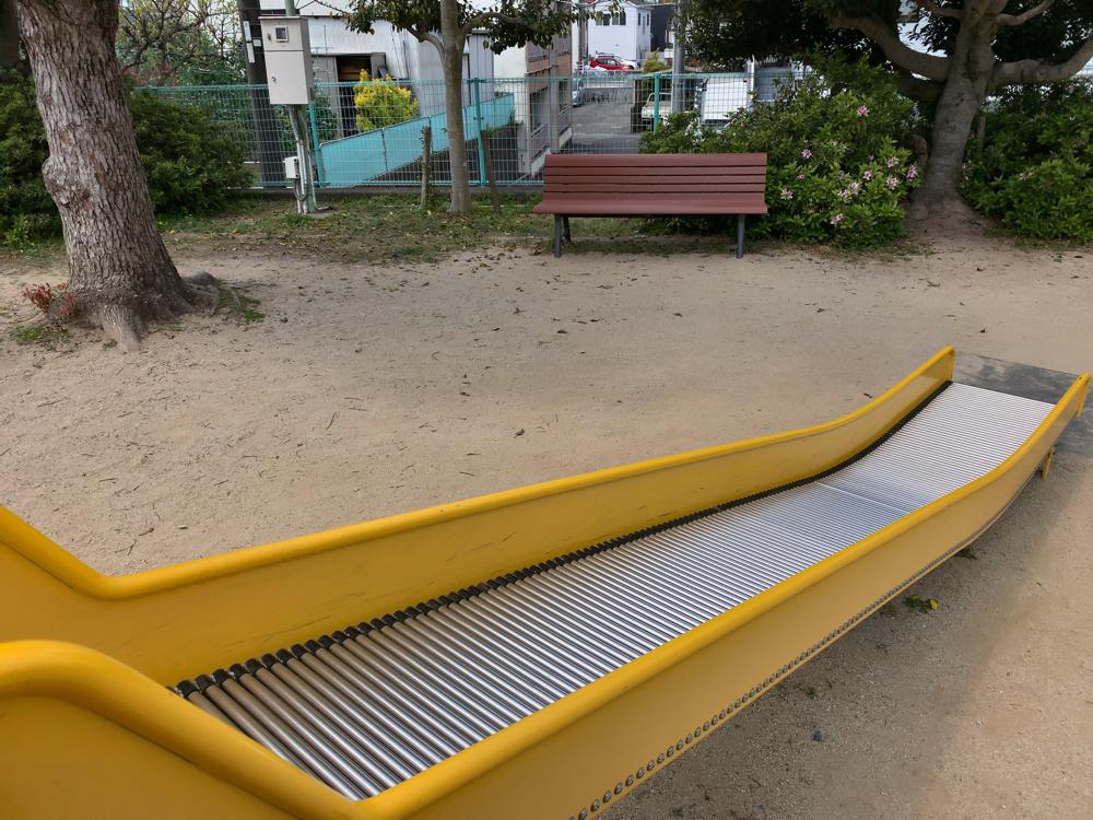鴨川公園のローラー滑り台
